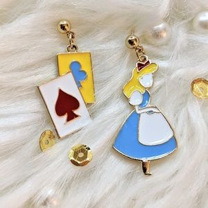 BOUTIQUE Alice in the Wonderland Earrings❤️NEW❤️